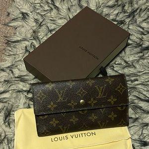Authentic Louis Vuitton Porte Tresor International